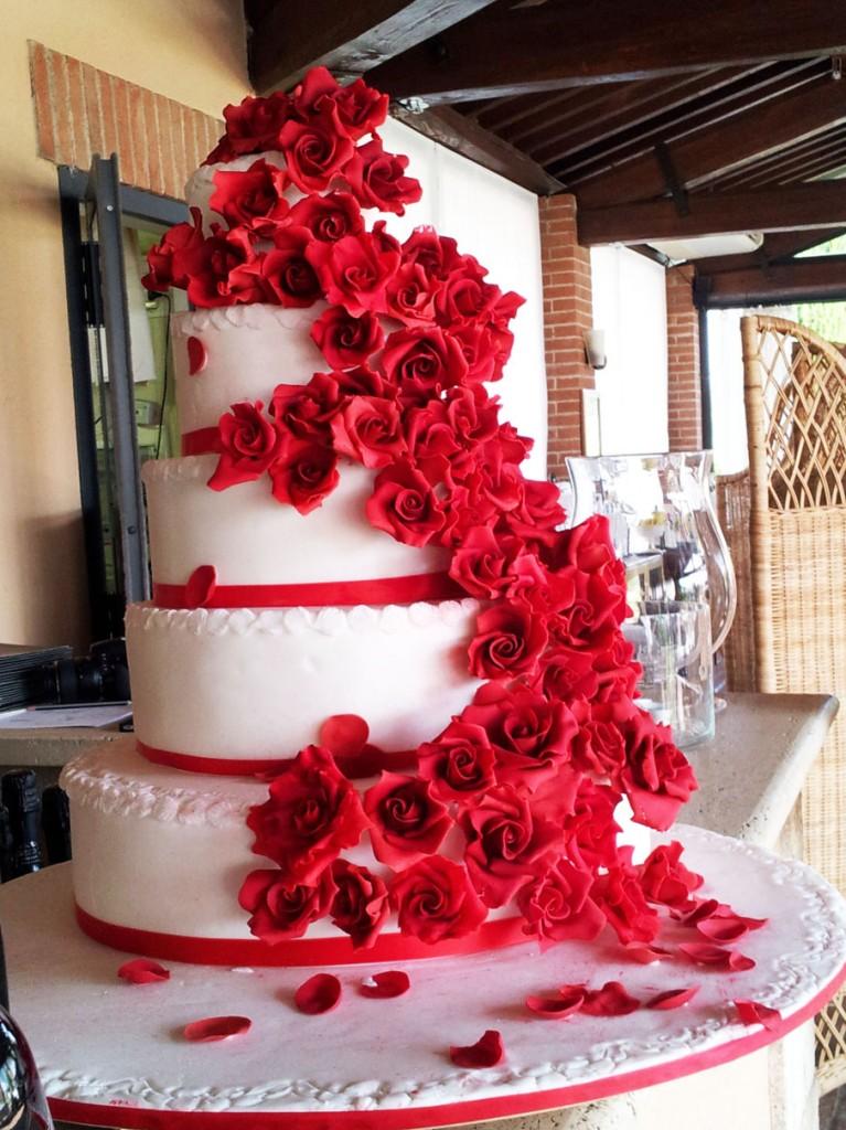 La torta con le 120 rose rosse di Lorella Magni rid
