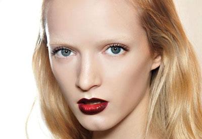 labbra-con-rossetto-rosso-effetto-degrade